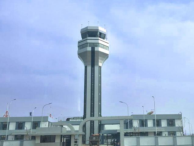 Đài kiểm soát không lưu Thọ Xuân đạt tiêu chuẩn quốc tế, đáp ứng được yêu cầu điều hành bay an toàn - điều hòa - hiệu quả đồng thời đảm bảo cung cấp các dịch vụ điều hành bay 24/24h bao gồm kiểm soát tại sân, kiểm soát mặt đất, kiểm soát hoạt động