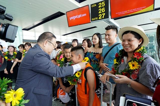 Những hành khách đầu tiên trên chuyến bay Hà Nội – Đài Trung (Đài Loan)