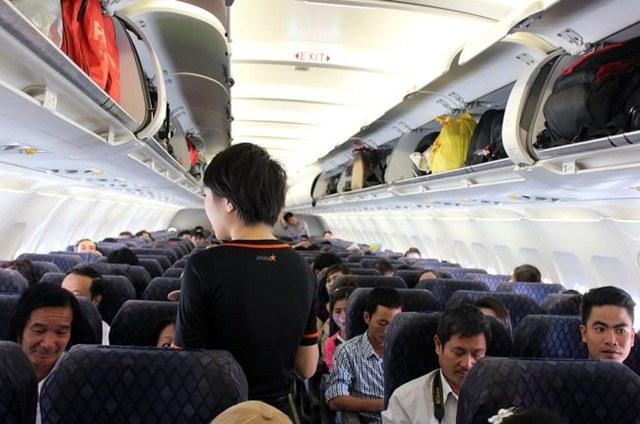 Theo quy định hàng không, mỗi hành khách chỉ được mang tối đa 7kg hành lý xách tay (56cm x 23cm x 36cm)