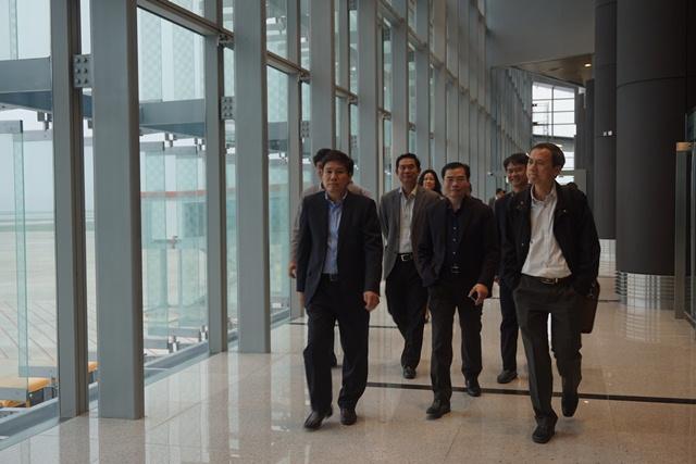 Cục trưởng Đinh Việt Thắng và các Phó Cục trưởng Đào Văn Chương và Phạm Văn Hảo kiểm tra Cảng HKQT Vân Đồn trước ngày chính thức khánh thành